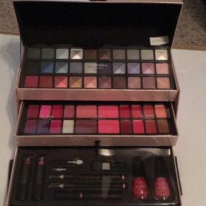 The Color Workshop Triple Play cosmetic case 61 pc